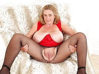 British milf Camilla Creampie needs orgasmic delight